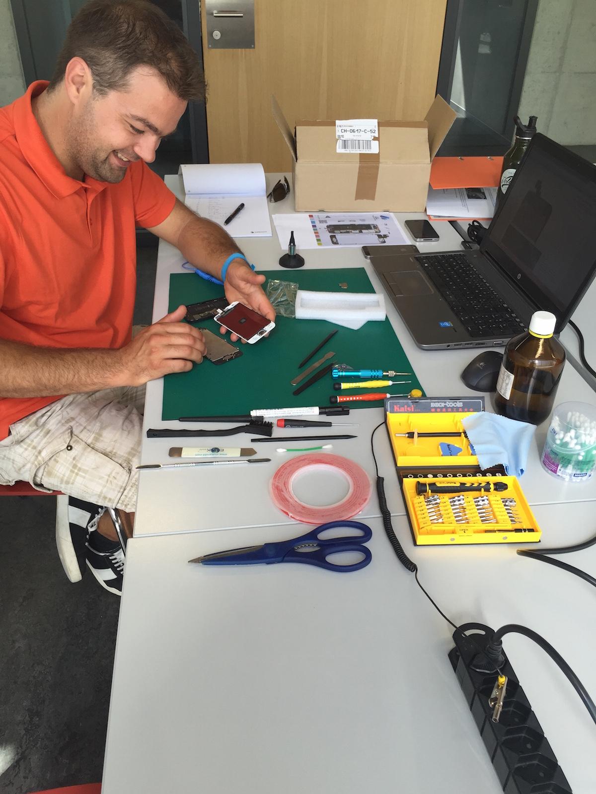 MobileRevolution-Linth Michi-Schnyder iPhone-Reparatur Tuggen iPhone-Reparatur Gossau small